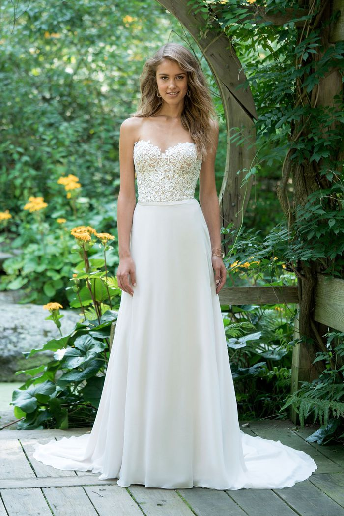 Abito da Sposa 66019 by Lillian West